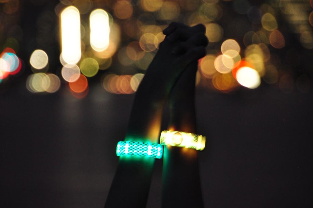 Gemio Holding hands