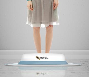 girl_on_scanner